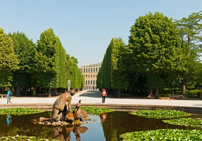 Park in Schoenbrunn Palace
